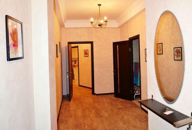 Купить трёхкомнатную квартиру по адресу Крым, г. Ялта, пгт Гурзуф, Ялтинская, дом 16