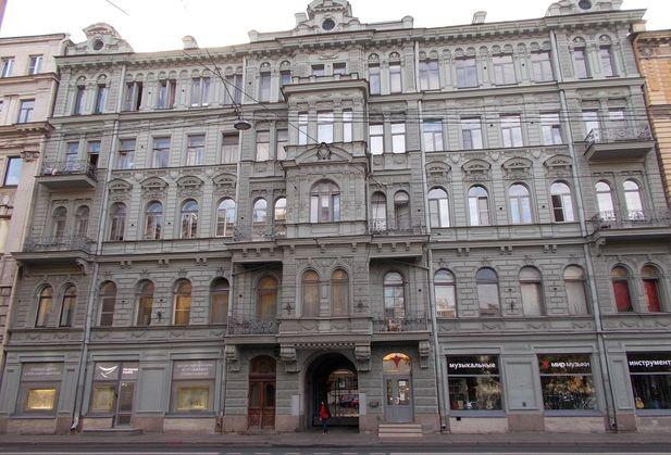 Купить четырёхкомнатную квартиру по адресу Санкт-Петербург, Загородный, дом 26