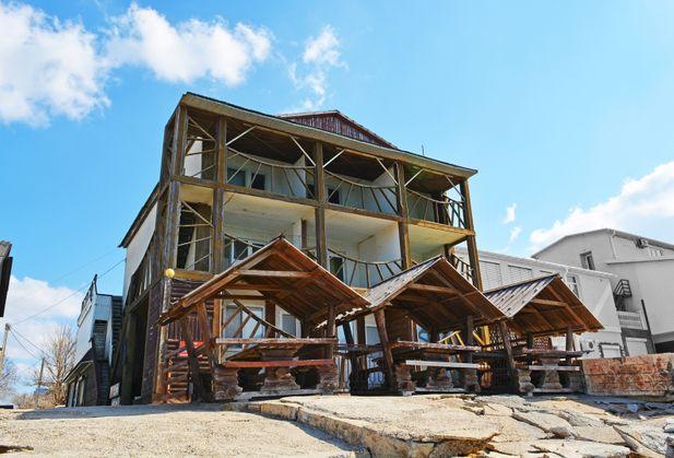Купить гостиницу / мотель, дом отдыха / пансионат, отд. стоящее здание, ресторан / кафе по адресу Крым, г. Саки, Морская, дом 9а