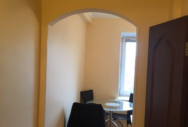 Купить двухкомнатную квартиру по адресу Москва, Хохловский переулок, дом 15